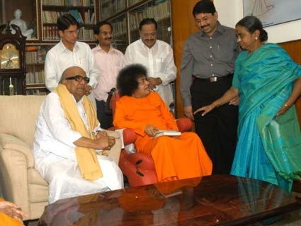 Karu-with-Saibaba-in his house