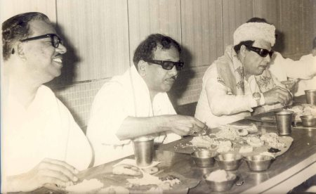 Nedunchezhiyan_Karunanidhi_MGR-eating together